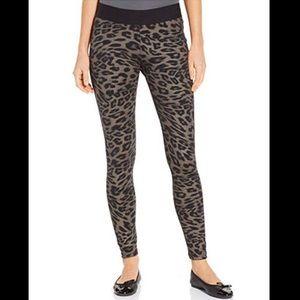 HUE - Women's Animal Print Ponte Leggings-Leopard